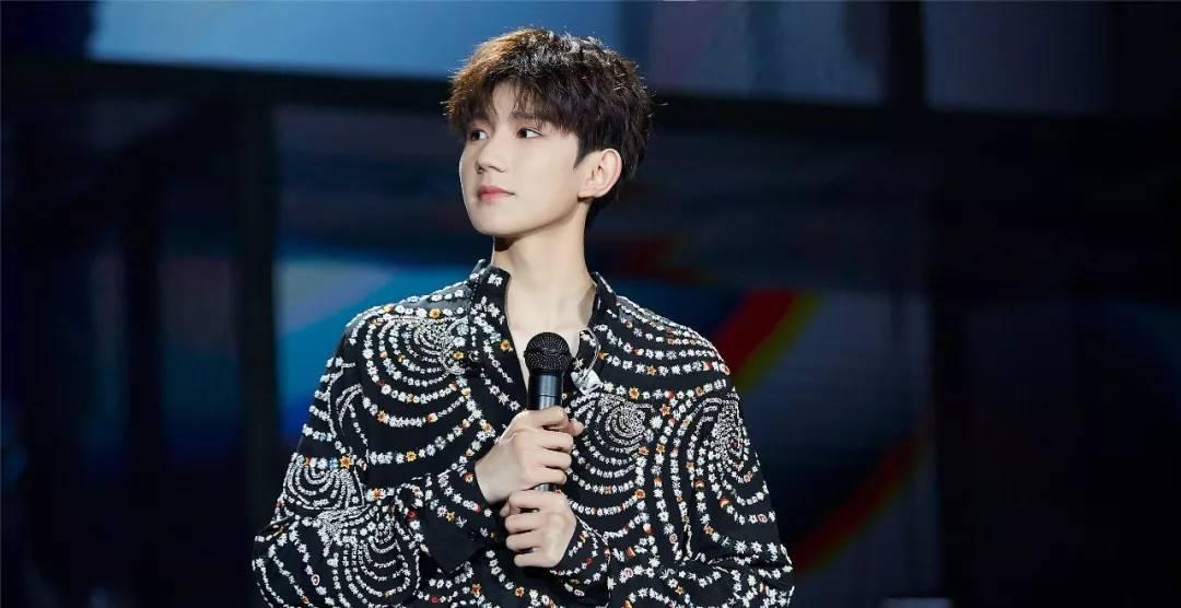 王源十八岁生日会照片_王源在家乡重庆举办了18岁成年生日会,林俊杰作为王源的偶像到场庆祝.