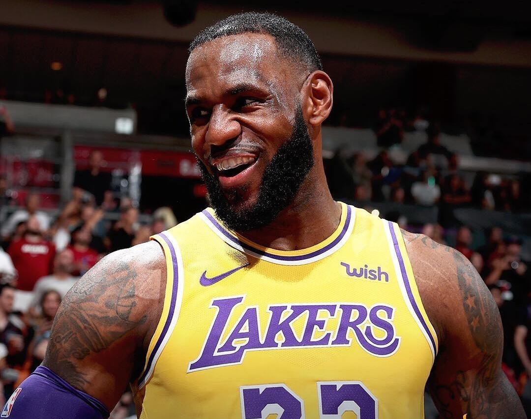 nba最新战报_NBA官方发布今日比赛战报图集_凤凰体育
