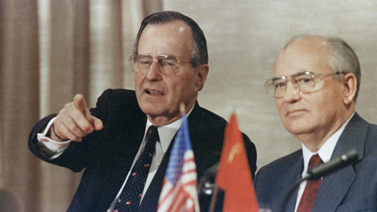 C:\Users\PW\Desktop\新建文件夹 (2)\bush-and-gorbachev-declare-end-of-cold-war.jpg