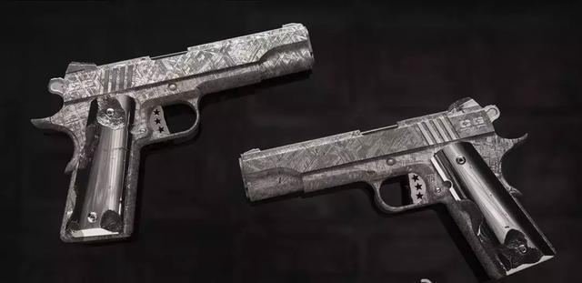 后仓击锤_但是却采用了一般只会在大中型战斗手枪上才会使用的外露式击锤和横向