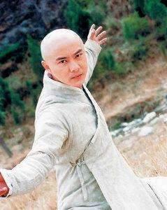 93年的时候李连杰扮演张三丰称得上是第一人了.