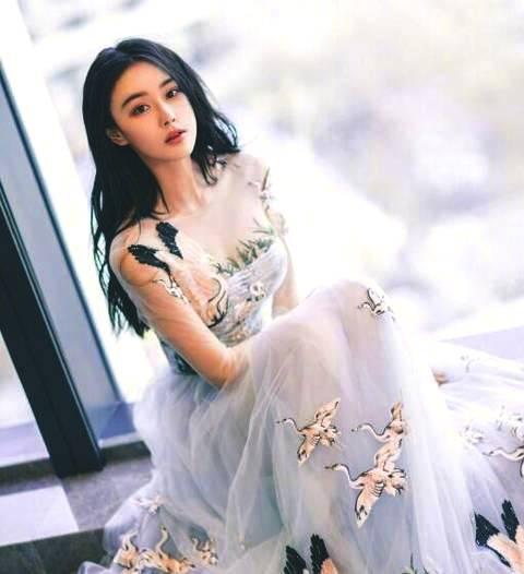 张馨予成名前旧照曝光那时的她原来是长这样的!