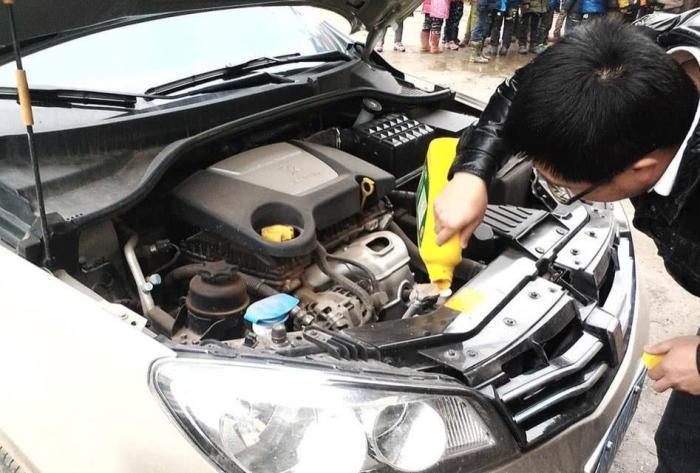 防冻液会因为车子使用而减少吗?多数车主还不懂,爆缸后悔就晚了