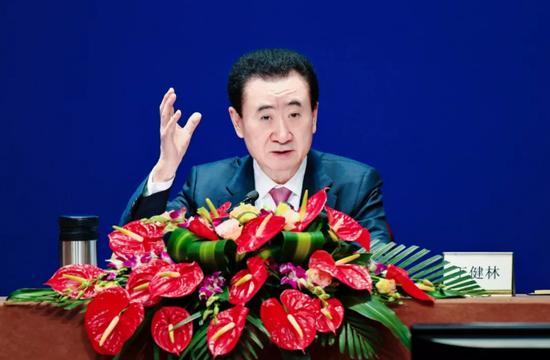 万达收入缩水130亿称不再是房企,王健林蒸发737亿