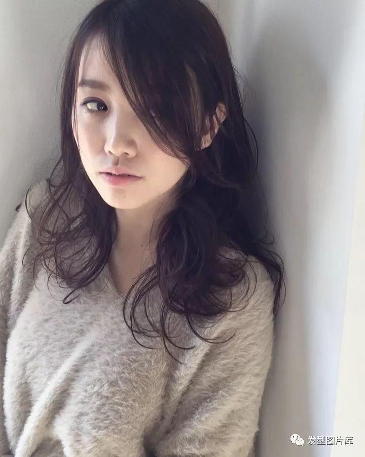实拍:日本造型学生发的湿发发型名字比长卷头长一点的叫什么发廊图片
