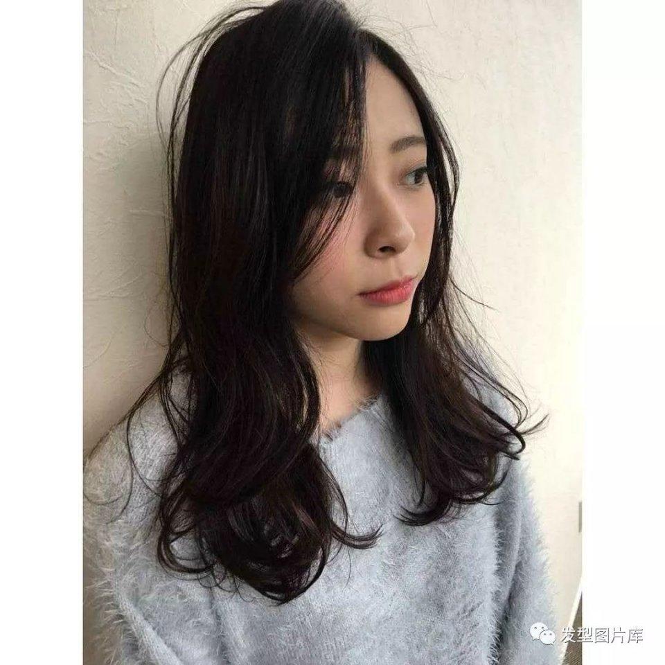 实拍:日本造型发廊发的湿发发型长卷脸宽脸大中短发发型6图片