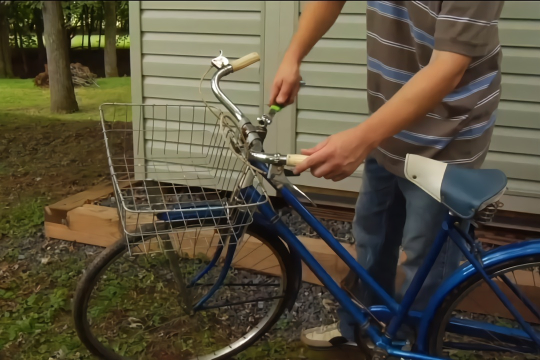 """民间小伙发明""""自行车""""扳手,5块钱造一把,工人师傅爱不释手图片"""