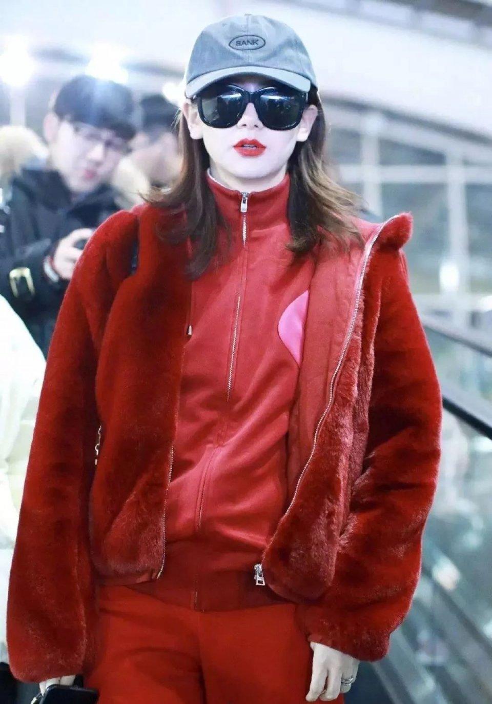 戚薇大爱中国红!豹纹红色配皮裤的年味穿搭挑逗性感美女舞直播间热