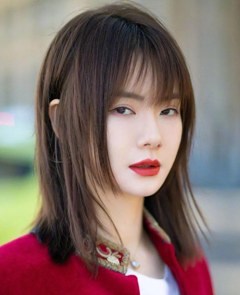 迪丽新发剪发型毁容?新年必换的3款热巴型!韩式斜刘海短发图片女图片