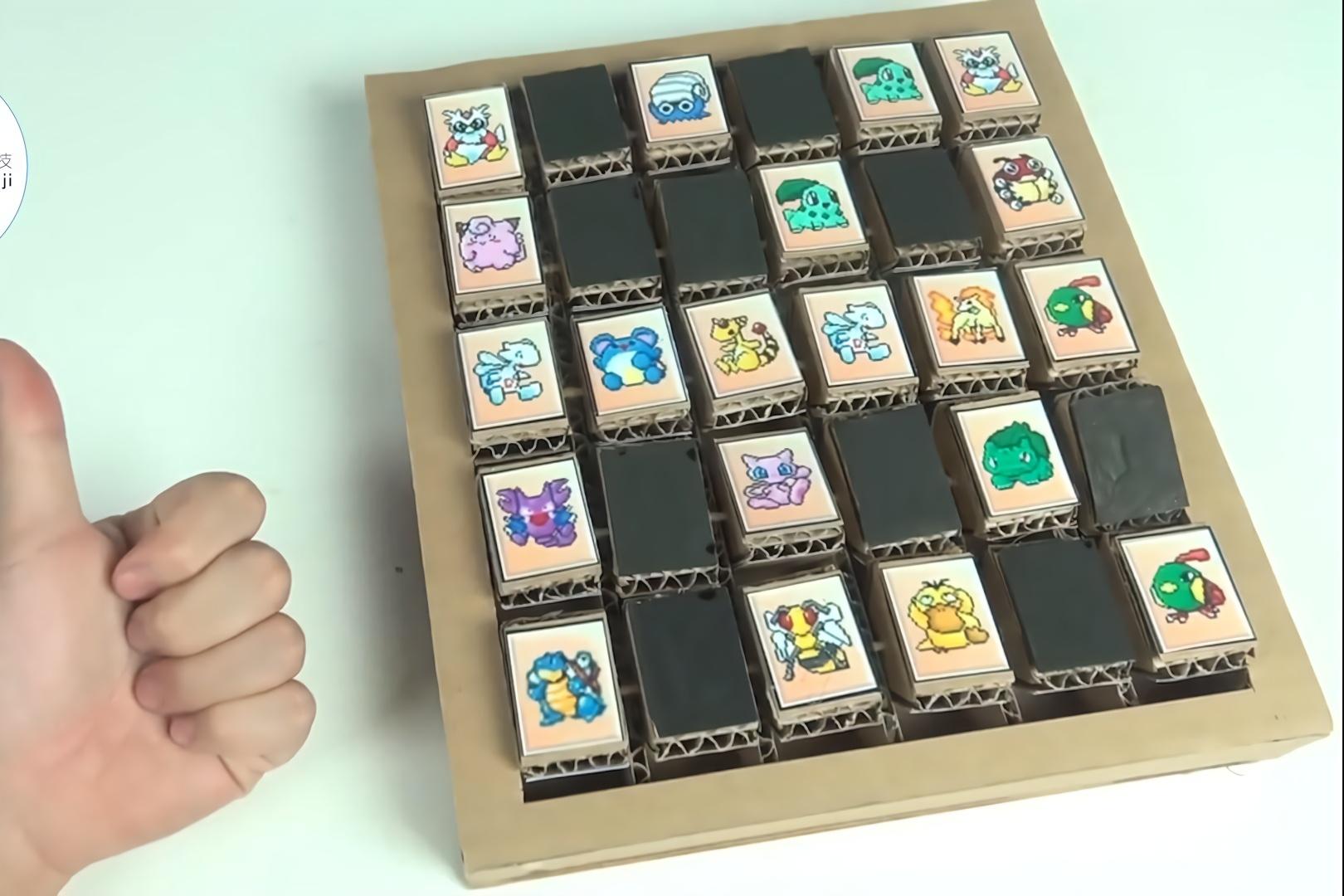 手工达人用纸板制作的游戏机,用小球击倒进攻的小人