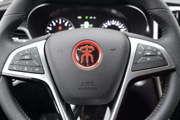 为何连国产车都很少用中文按键?内行人说了实话,原因实属无奈!