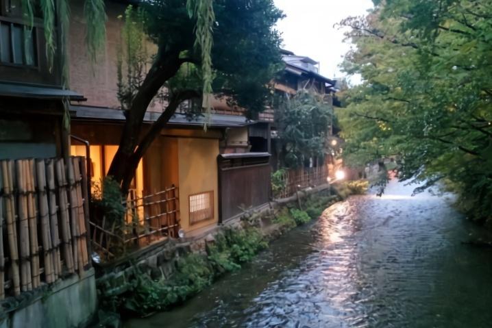 来到日本京都,感受原汁原味的日本味道体会古韵古风的日本建筑