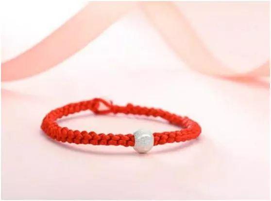 红绳十式_心理学:四款红绳,哪款最漂亮?测你的桃花是不是烂桃花