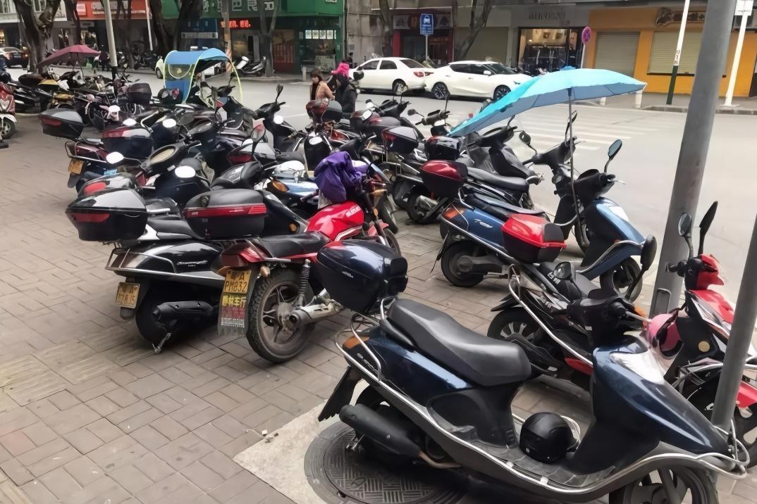 中国街上随处可见电动车,而日本却看不到?日本网友给出答案