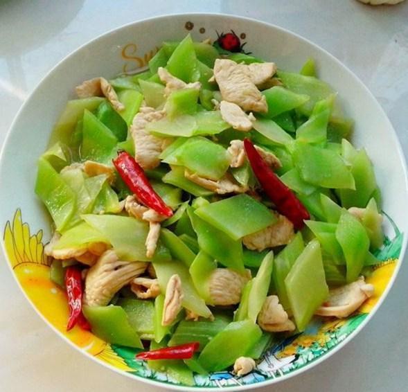 精選美食推薦:萵筍炒雞肉,蛋里藏嬌,剁椒香芹炒粉絲的做法