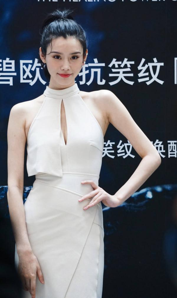 奚梦瑶178的身高,体重才48公斤,怎么穿裙子也有赘肉?