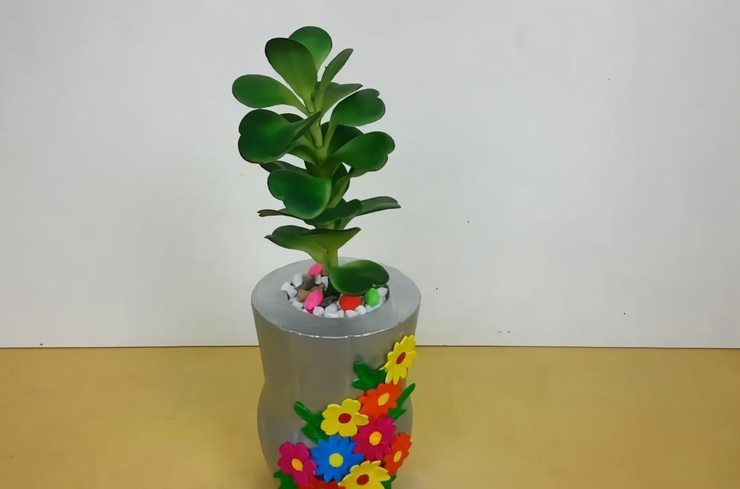 生活手工小妙招,利用塑料瓶制作树盆的方法,简单又漂亮!