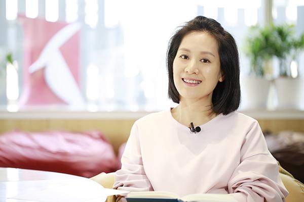 """一年花上萬元買書的主持人何婕,分享了她的""""私人書單""""圖片"""