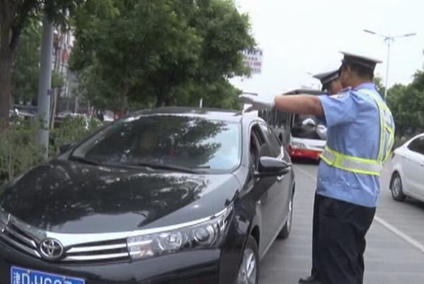 高速公路口,交警最容易拦下什么车?这几类抢眼车型基本不会放过