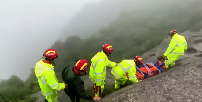 江西6名驢友遭雷擊:1人死亡,當地出動救援直升機