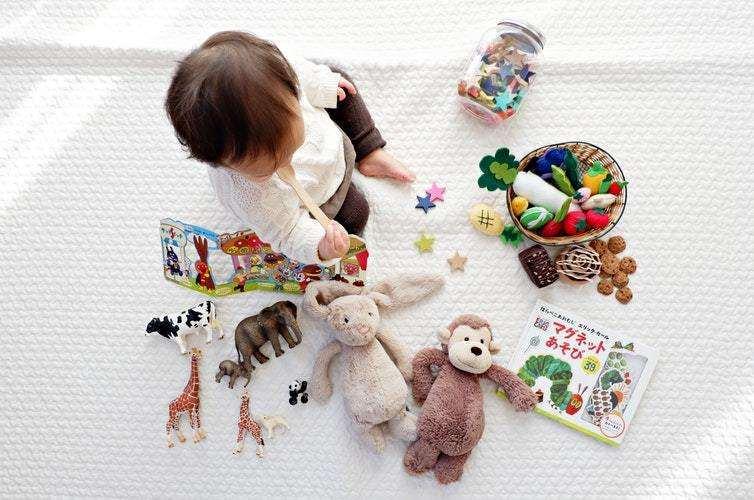 孩子为什么喜欢反复扔东西?家长要如何对待孩子扔东西的行为呢