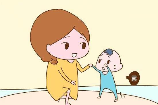 孩子走着走着就要抱抱,是因为什么呢?父母该拒绝还是满足孩子呢
