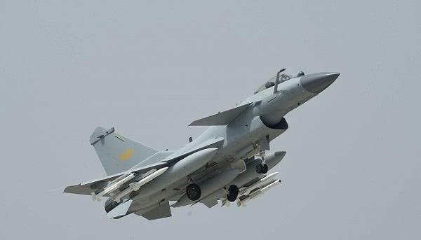 歼10进军国际军售市场,能杀出一条国产武器装备的康庄大道吗?