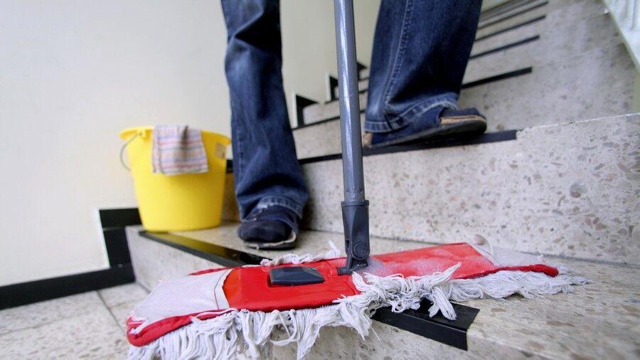 希腊一女子因伪造小学文凭成为清洁工 被判10年监禁