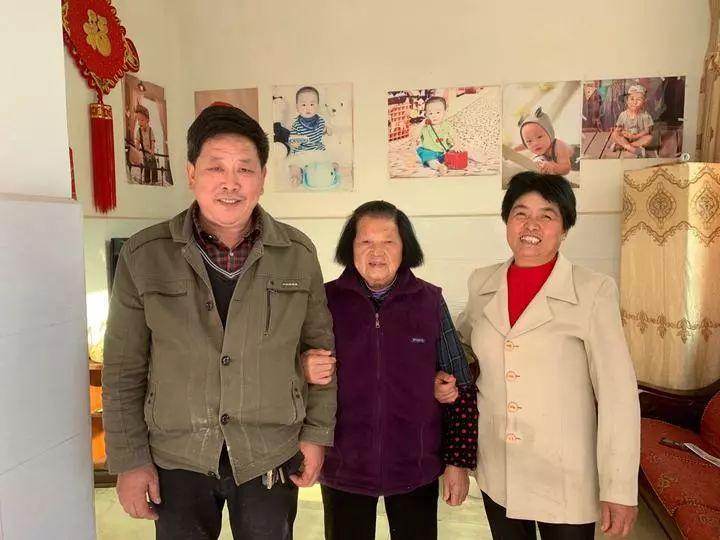 暖新闻:朋友去世,他照顾俩孩子整整18年-天津热点网