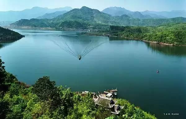 摄影:李永在 上午游玩白鹤山庄中国第一人行悬索桥,竹筏观光飞云湖