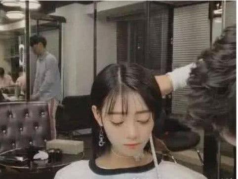 抖音美女神似热巴,接完头发之后,网友:还是有些差距的图片