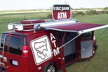 """日本造ATM取款车,百万现金在马路上""""跑""""!机器被抱走怎么办?"""