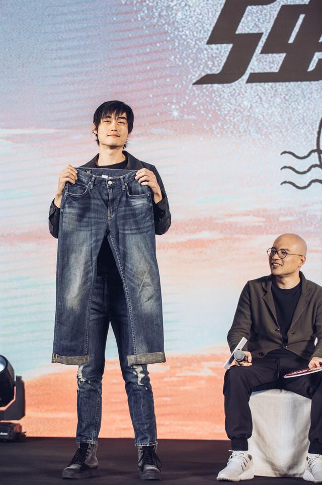 """电影《飞驰人生》发布会上演""""强买强卖"""" 神级技师张本煜强势上线"""