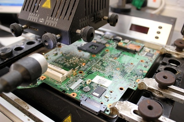 现在几乎所有的电子产品都集成了模拟部分和数字部分,如果要设计电路