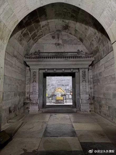 地宫是拱券式的石结构建筑,整个地宫有隧道1条,石门4道,券9道(隧道券