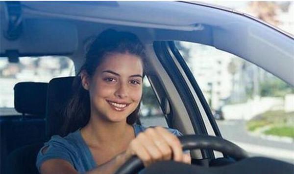 拿到驾照第一次上高速是怎样的体验?网友:到家的时候腿都是抖的