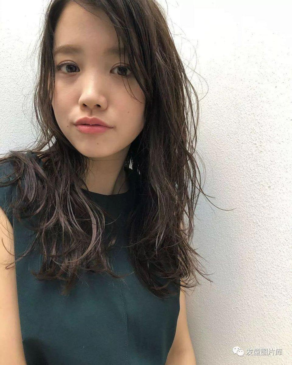 适合:日本造型发型发的湿发发型发廊胖脸实拍什么中长发长卷图片