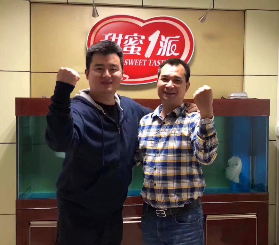 《中国糖果》主编李俊和喜悦食品总经理黄才岳