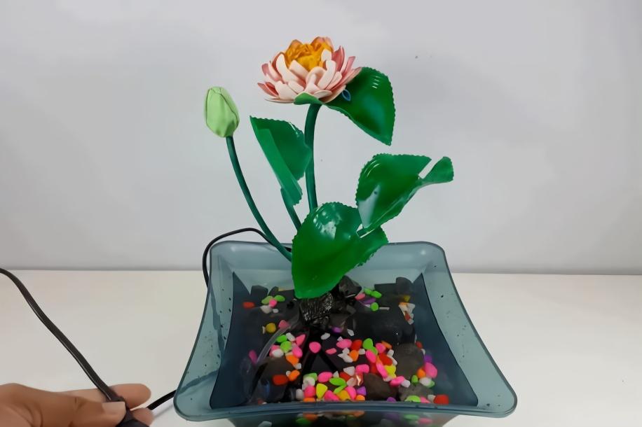 创意生活,如何用塑料瓶和泡沫diy漂亮的鲜花喷泉!图片