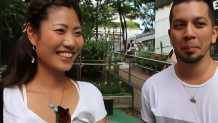 日本美女老师来中国旅游,看到这一幕,让她不敢相信这是中国男人