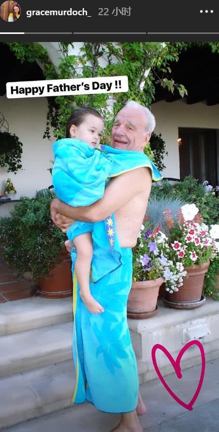 鄧文迪女兒曬照告白父親默多克,母女海邊度假身材太火辣