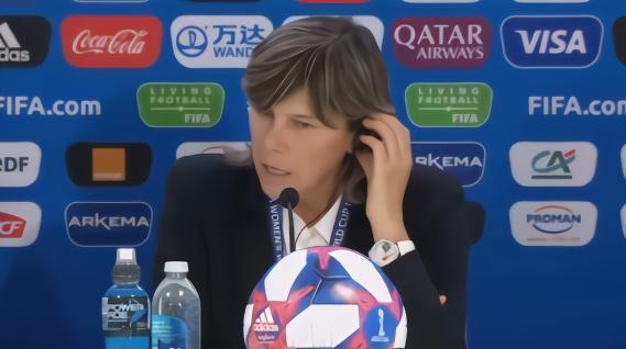 中国记者要求意大利女足主帅透露战术 对方这样回应