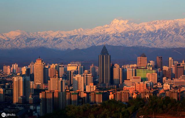 兰州vs乌鲁木齐,谁才是西北第二城?