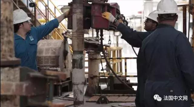 """""""全面废弃美元""""!大批伊朗石油运往中国,或用人民币结算"""