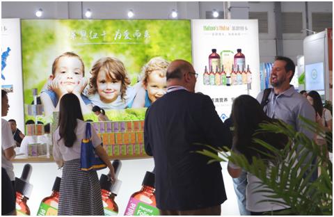 莱思纽卡亮相2019CBME孕婴童食品展液态活营养抢占焦点