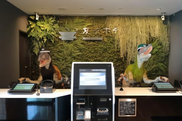 日本机器人酒店,所有服务员全是机器人,连垃圾桶和鱼都是