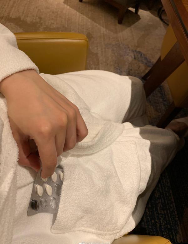 上海高档酒店被指浴袍内有用过的感冒药,酒店:彻查