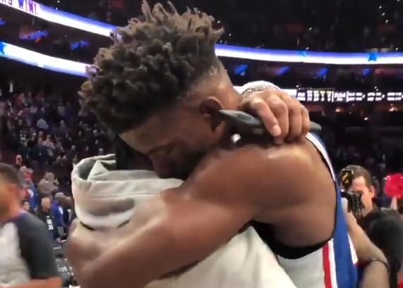 [视频]互相尊重!吉米-巴特勒赛后和艾弗森拥抱致意