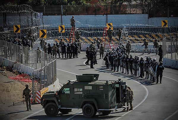 中美洲移民大军压境 美国关闭加州最南部边境口岸