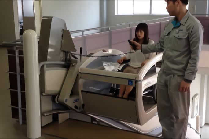 """日本又""""火""""了!专门为老人设计轮椅电梯,可载重180公斤!"""
